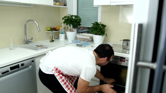 vídeos de stock e filmes b-roll de problems with making dinner - burned cooking