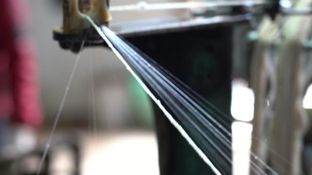 prozess der seidenfabrik - kurzwaren stock-videos und b-roll-filmmaterial
