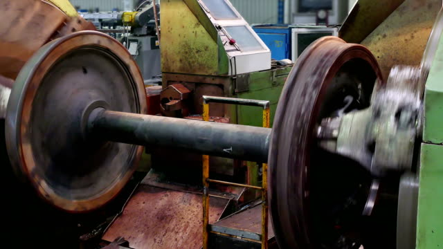Processing Axles of Rail Vehicles on a Large Lathe video
