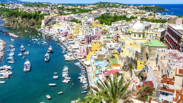 isola di procida vicino a napoli time lapse 4k, italia. - procida video stock e b–roll
