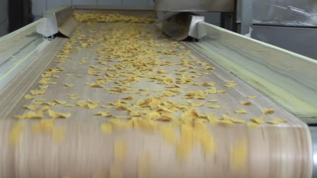 生産のコーンフレーク ビデオ