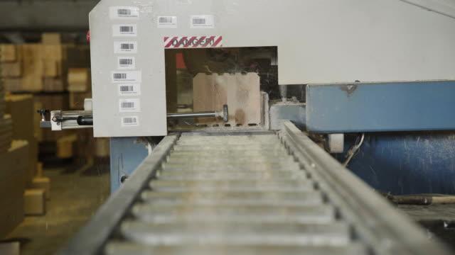 Production of laminated veneer lumber.LVL Laminated Veneer Lumbe video