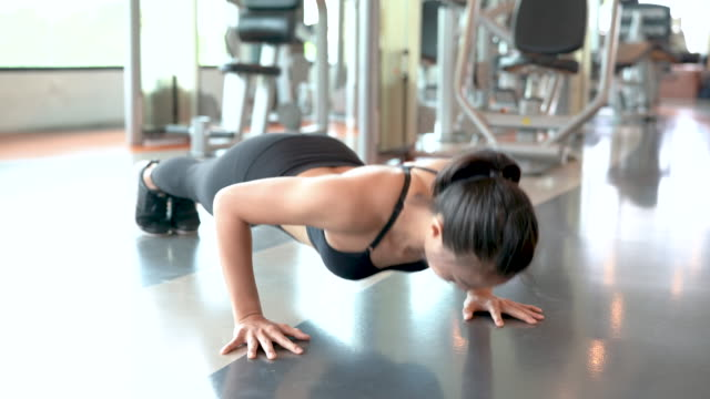 vídeos de stock e filmes b-roll de professional beautiful asian woman workout doing push up exercise in the fitness gym healthy lifestyle, athlete muscle building strong and fit body 4k resolution. - gmail