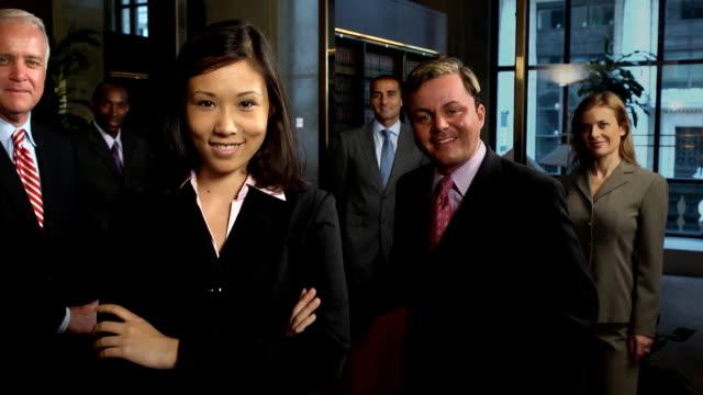 vídeos y material grabado en eventos de stock de profesional equipo de negocios asiáticos hembra - abogado