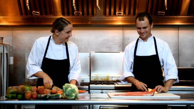 Professional chefs en el trabajo - vídeo