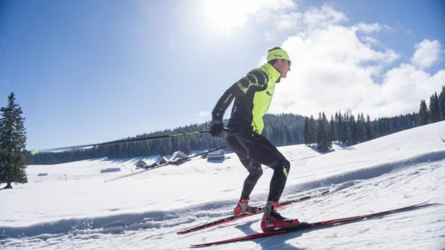 professional cross country skier - sci sci e snowboard video stock e b–roll