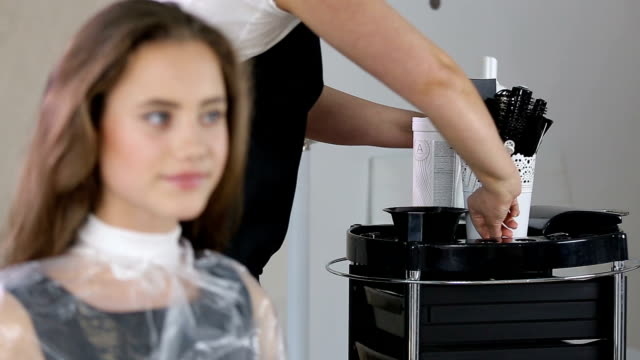 professional hairdresser, stylist squeezes hir paint and mixes it - pallido video stock e b–roll
