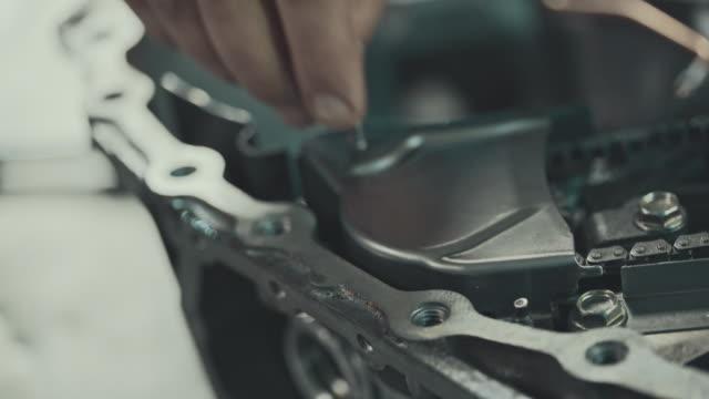 無段変速機の修復プロのメカニック ビデオ