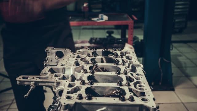 professional mechanic repairing v10 engine in auto repair shop - klucz ręczne narzędzie filmów i materiałów b-roll