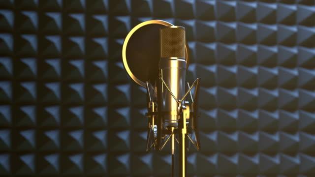 vídeos de stock, filmes e b-roll de microfone profissional no estúdio de gravação sadio - músico pop