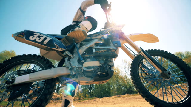 professional rider is preparing his motorbike by taking it off from brakes - motocross video stock e b–roll