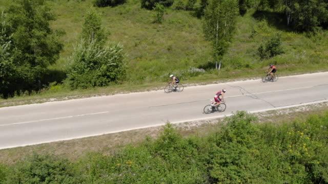 professional road cyclist on a triathlon race - ciclismo su strada video stock e b–roll