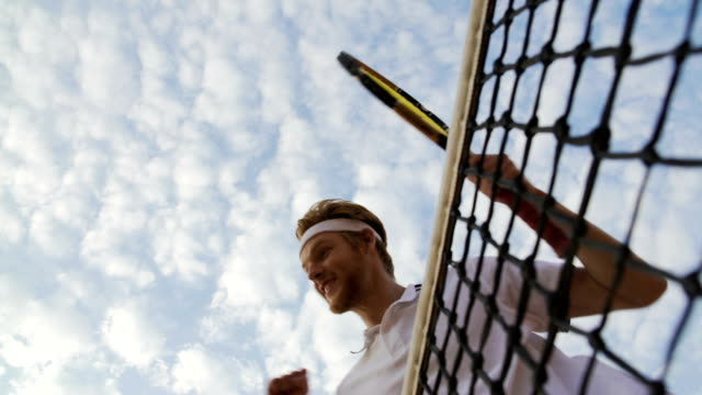 stockvideo's en b-roll-footage met professionele tennisspeelster verhogen van zijn handen en vreugde overwinning bij wedstrijd - kampioenschap