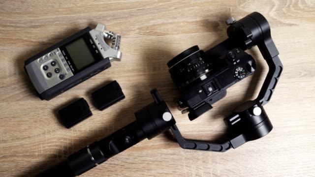 プロフェッショナル ビデオ カメラとビデオ撮影機器 - テーブル点の映像素材/bロール