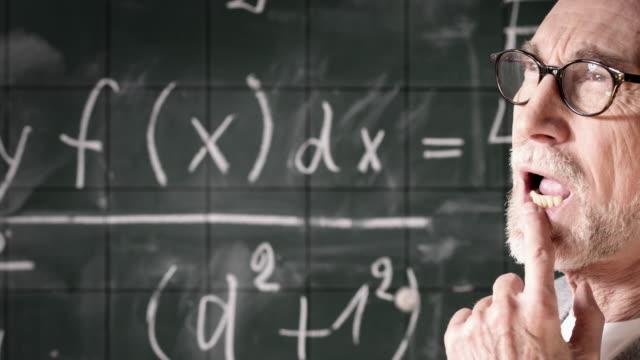 教授な思考 - 数学の授業点の映像素材/bロール