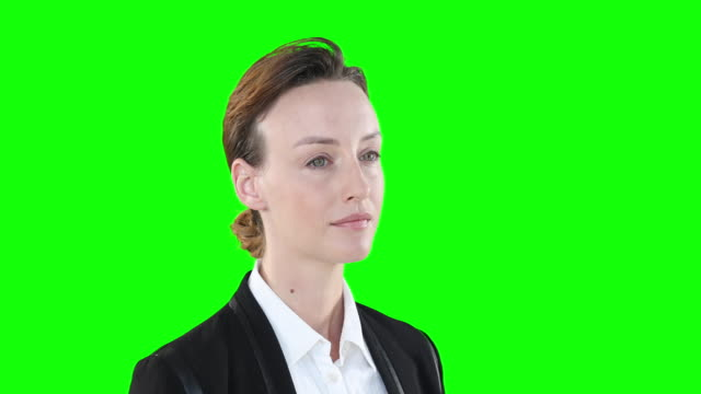 profile of a caucasian woman on green background - direttrice video stock e b–roll