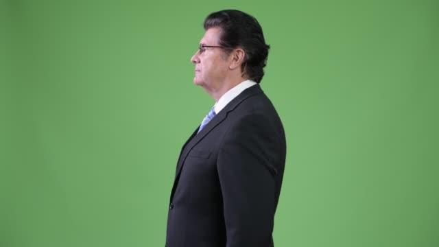 profilvyn senior stilig affärsman - kostym sida bildbanksvideor och videomaterial från bakom kulisserna