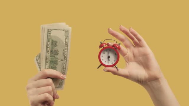 수익성 있는 투자 손 세트 2 돈 제스처 - 이율 스톡 비디오 및 b-롤 화면