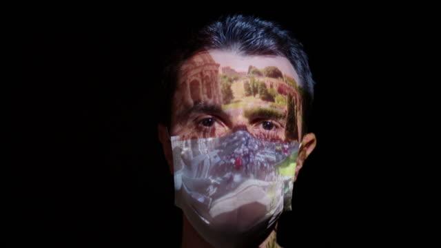 戴著外科口罩的男子臉上的投影 - 投射 個影片檔及 b 捲影像