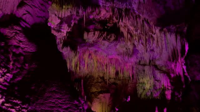 vídeos de stock, filmes e b-roll de caverna de prometheus. geórgia - dieta paleo