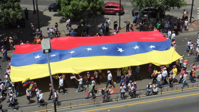 vídeos de stock e filmes b-roll de protesto para liberdade na venezuela - américa do sul