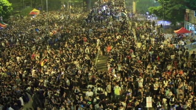 抗議の人々 - 民主主義点の映像素材/bロール