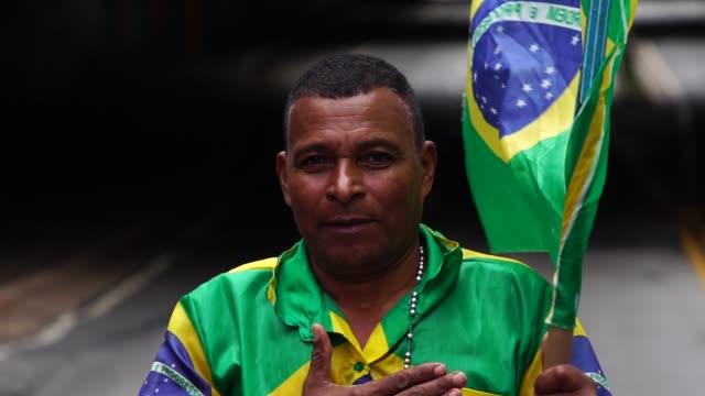 vídeos de stock e filmes b-roll de proud to be brazilian - soccer supporter portrait