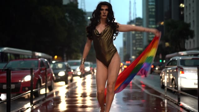 stockvideo's en b-roll-footage met trots om te worden gay - drag queen