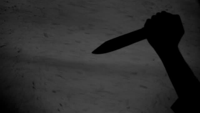 vídeos y material grabado en eventos de stock de medio psicosocial - cuchillo cubertería