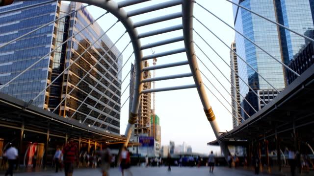 public skywalk people, time lapse business - 廣場 個影片檔及 b 捲影像