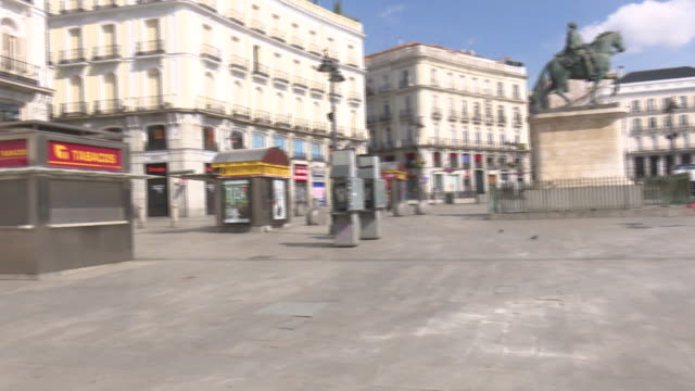 """puerta del sol"" square in madrid with fewer people than usual - madrid video stock e b–roll"
