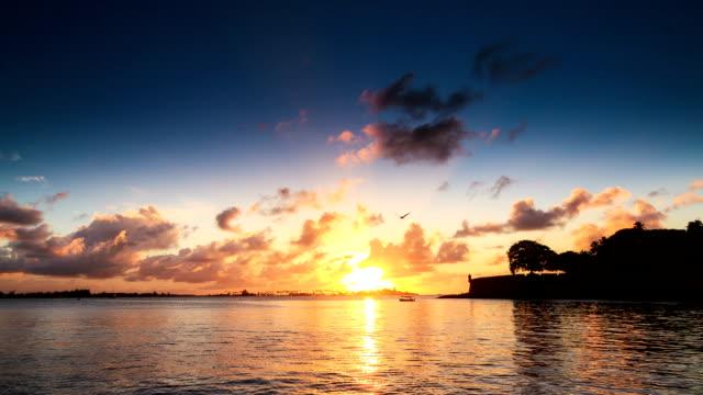 puerto rico tramonto laguna time lapse - portorico video stock e b–roll