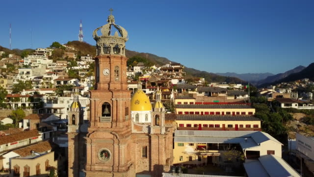 puerto vallarta, mexiko - kraneinstellung stock-videos und b-roll-filmmaterial