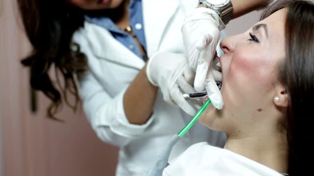 プル出力トゥース - 歯科医師点の映像素材/bロール