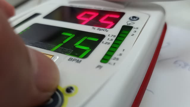 stockvideo's en b-roll-footage met pulse oximeter - zuurstof