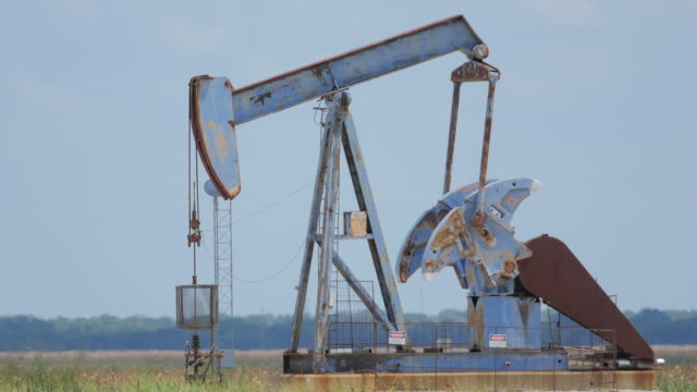 stockvideo's en b-roll-footage met pumpjacks in texas - texas