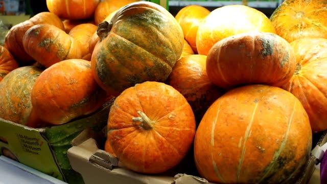 pumpkin closeup background selling in the store - pumpkin стоковые видео и кадры b-roll
