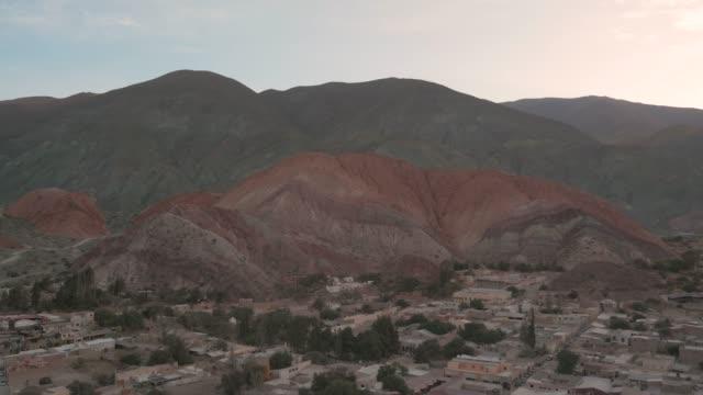 vidéos et rushes de purmamarca paysage, road trip autour de salta, argentine - nord