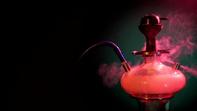 lila vattenpipa rök på svart bakgrund. slowmotion - water pipes bildbanksvideor och videomaterial från bakom kulisserna