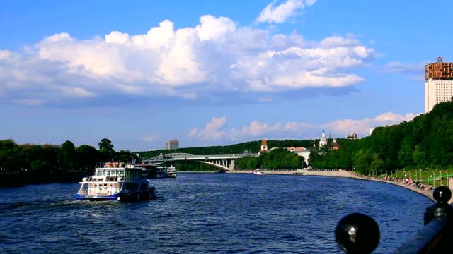puşkin köprü. moskova. - moscow metro stok videoları ve detay görüntü çekimi