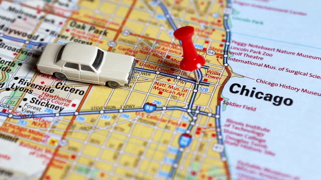 stockvideo's en b-roll-footage met punaise in kaart, chicago, il - roadmap
