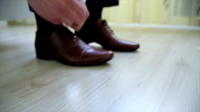 あなたの靴  - 結ぶ点の映像素材/bロール