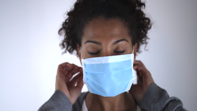 putting a flu mask - mask стоковые видео и кадры b-roll