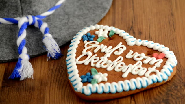 putting hat and beer on table with Oktoberfest Gingerbread Cookie video