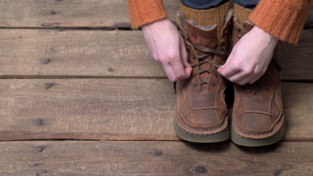 Putting off winter boots video