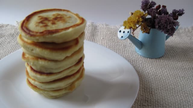 putting pancakes on a white plate stop motion - pancake video stock e b–roll