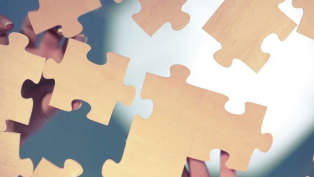 головоломка - мозаика стоковые видео и кадры b-roll