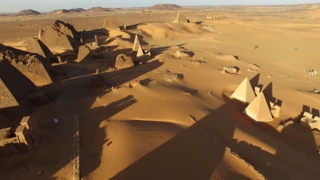 pyramiderna i sudan - pyramidform bildbanksvideor och videomaterial från bakom kulisserna