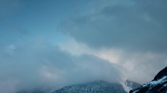 pyrenees mountains timelapse - lleida stok videoları ve detay görüntü çekimi
