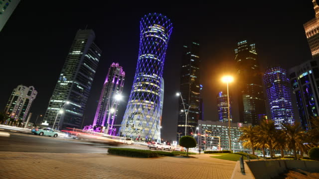qatar, doha, skyline architecture and living in qatar - time lapse - paesi del golfo video stock e b–roll